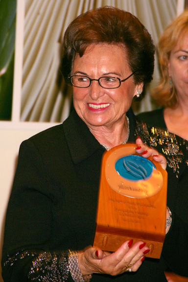 Annemarie Lindner with the Natural Legacy Award
