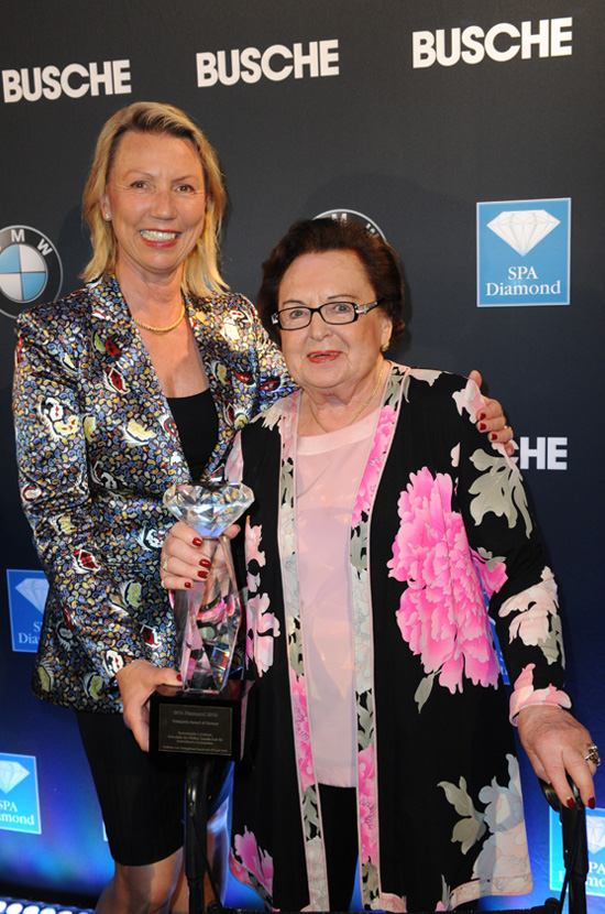 "Daniela and Annemarie Lindner with the SPA Diamond ""Award of Honour"""