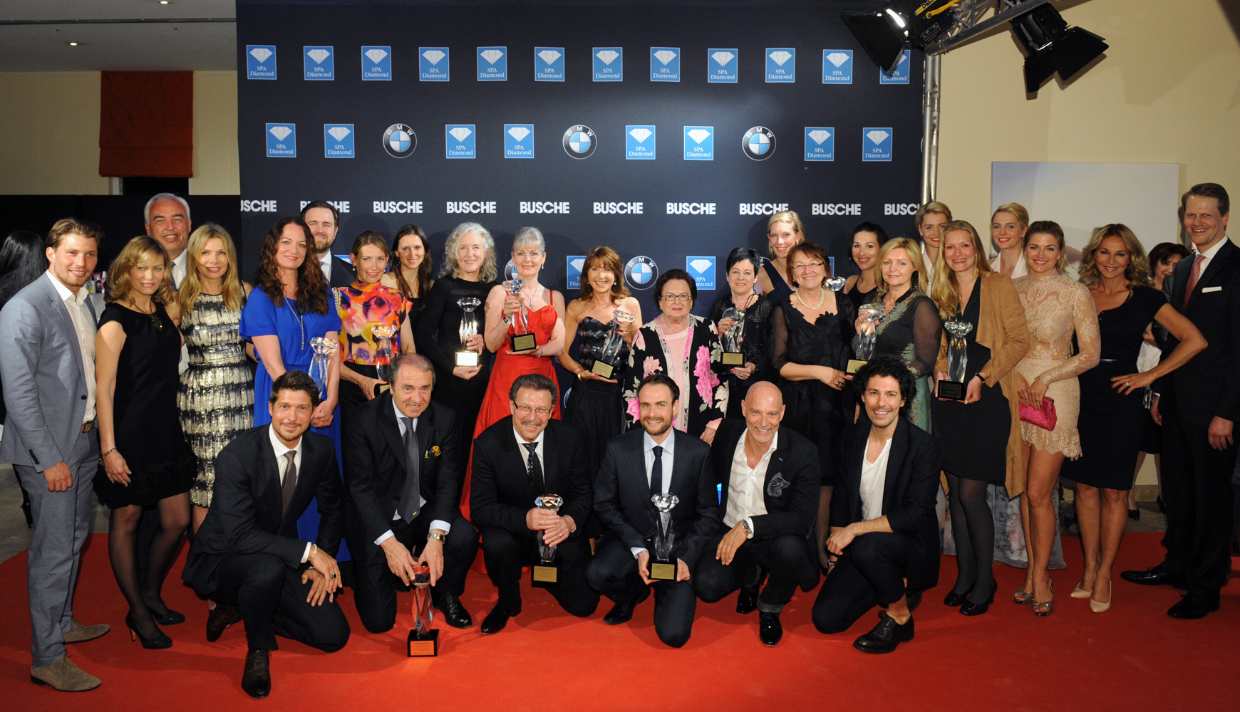 Annemarie Lindner inmitten der Preisträger des SPA Diamond Awards 2015