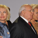 Award-winner M. Gorbachev with daughter (l.) and Ute Ohoven