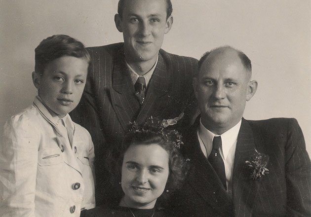 ANNEMARIE BÖRLIND – Annemarie Lindner with her husband Walter and his sons