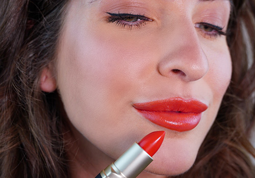 Coral Glow Make-up Look für Herbst und Winter